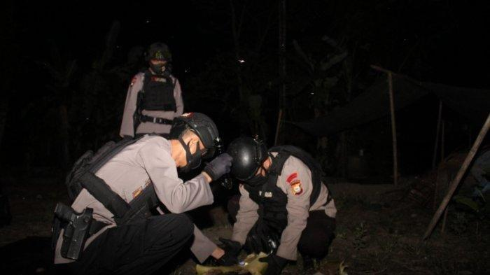 Subden Jibom Polda Sulsel Observasi Benda Diduga Amunisi Militer yang Ditemukan Warga di Pangkep